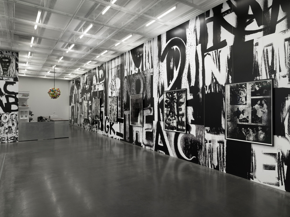 Installation view: Grief and Grievance: Art and Mourning in America, New Museum, New York, 2021, photo: Dario Lasagni